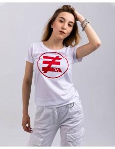 Tricou alb femei bumbac organic logo rosu ByEDA frontal prim plan